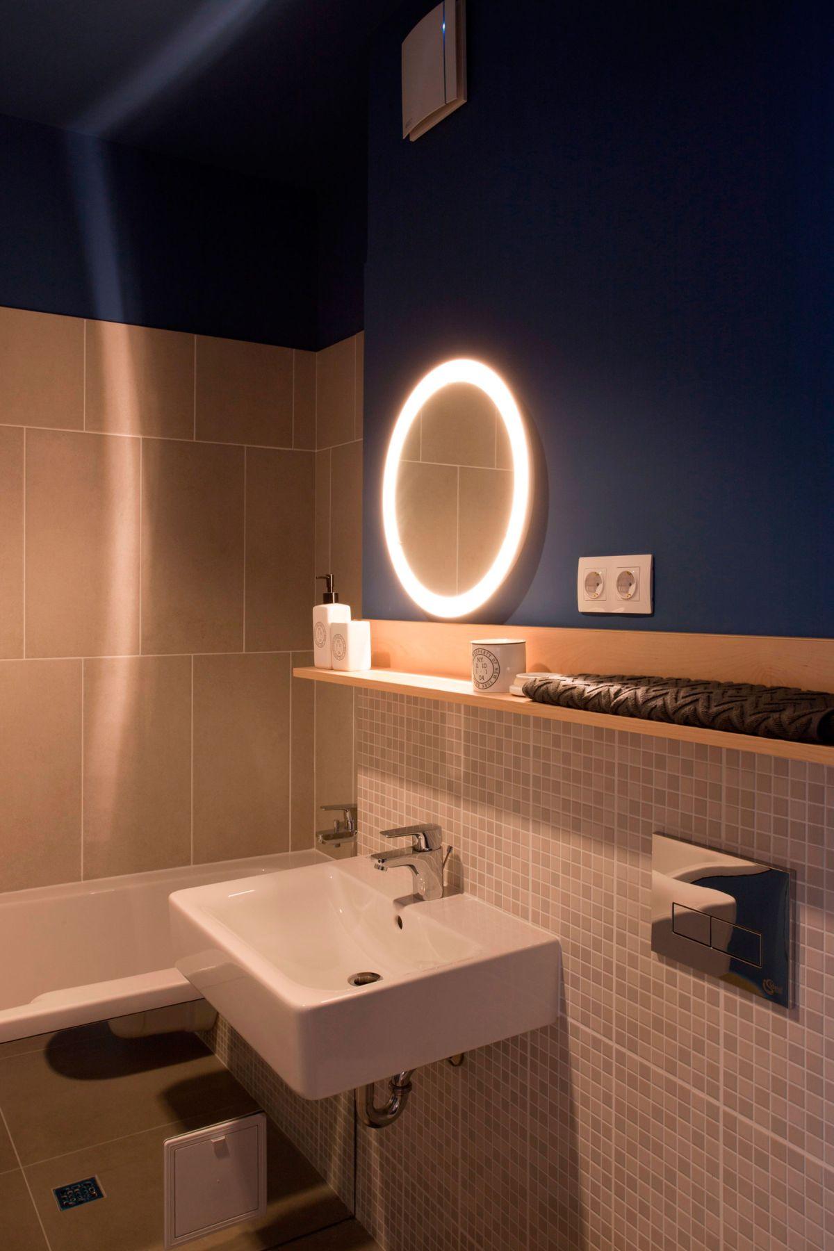 No.3 apartment bathroom mirror