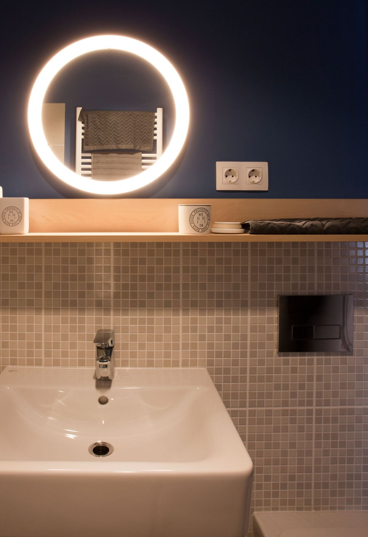 No.3 apartment bathroom sink
