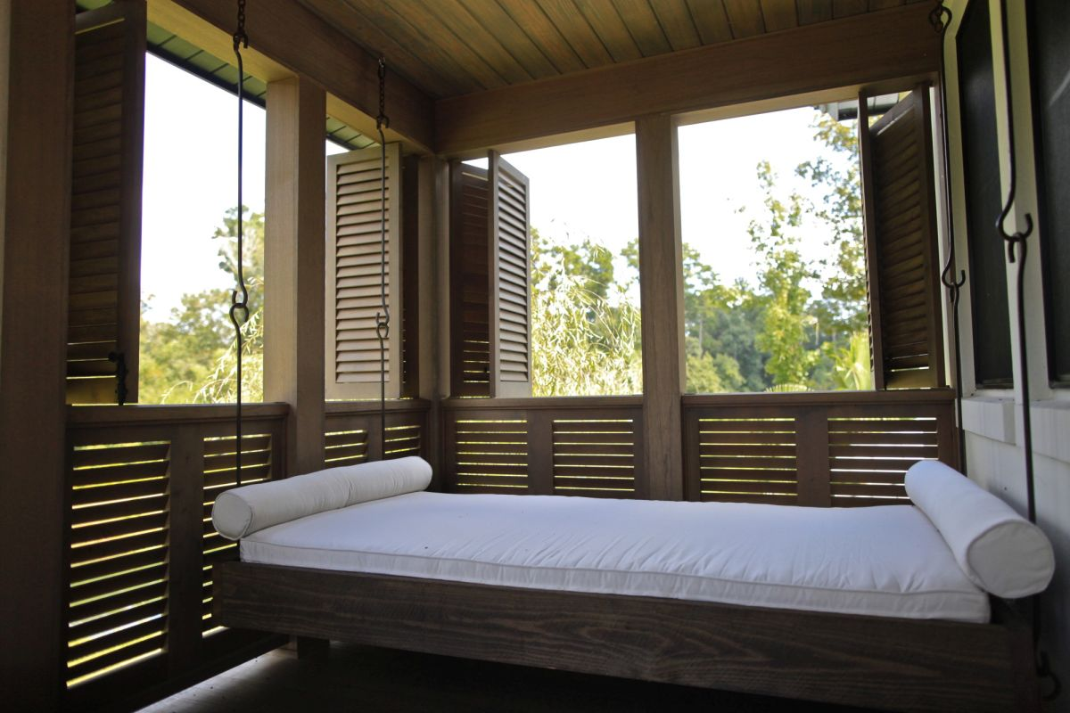 Outdoor porch beds that will make nature naps worth it for Sleeping cabin plans