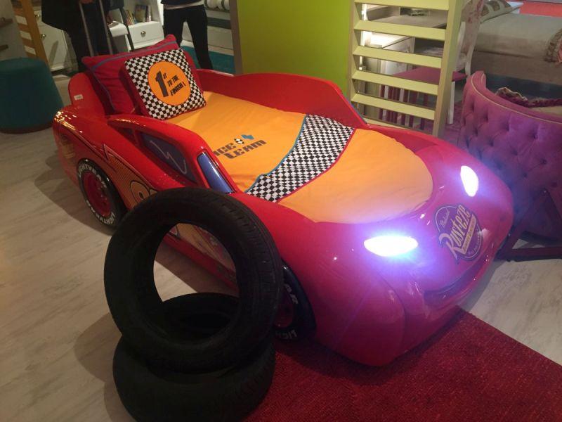 Racing car bed theme