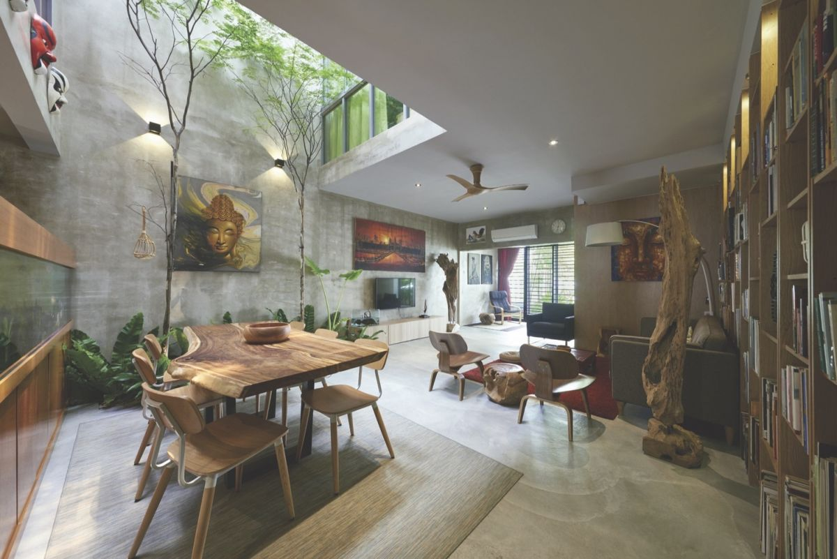 Traditional courtyard house reinvented in malaysia for Old world house plans courtyard