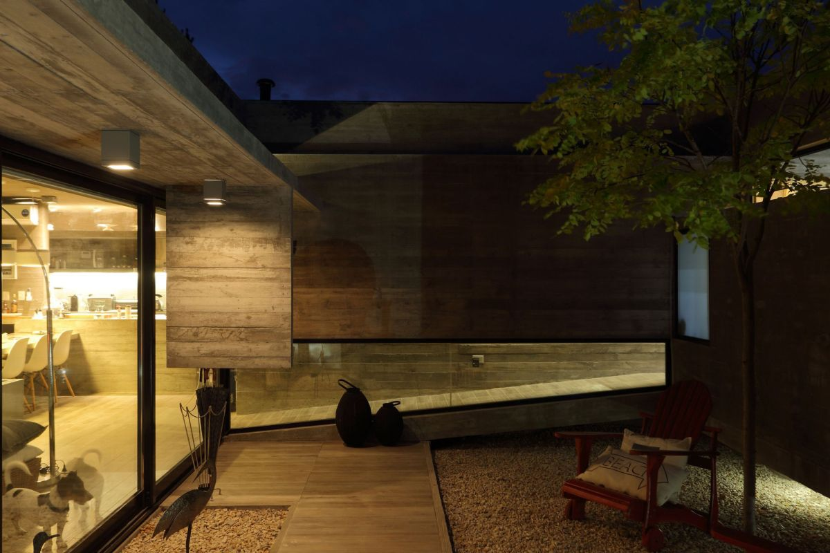 S & S House in Argentina courtyard at night