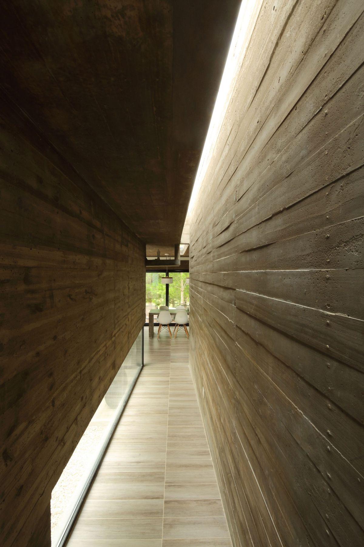S & S House in Argentina hallway