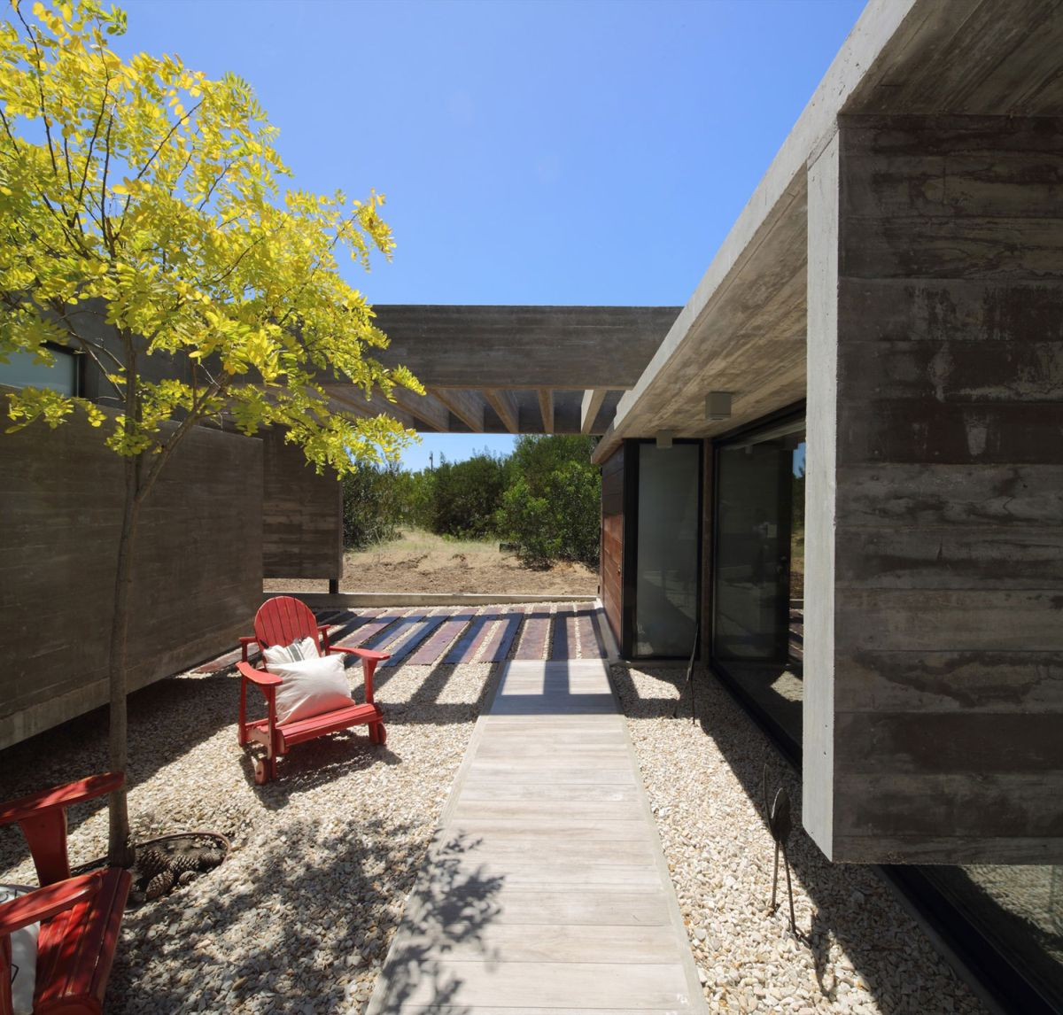 S & S House in Argentina inner courtyard