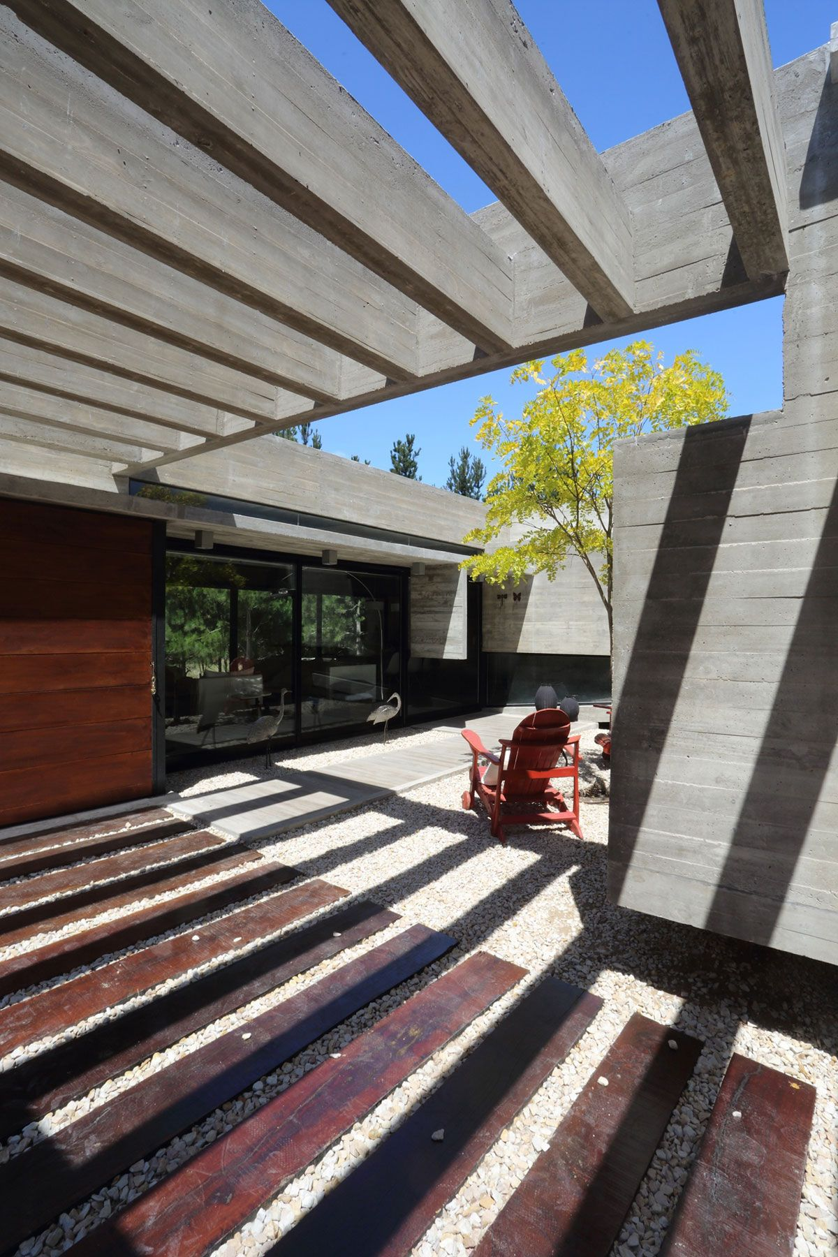 S & S House in Argentina pergola and inner courtyard