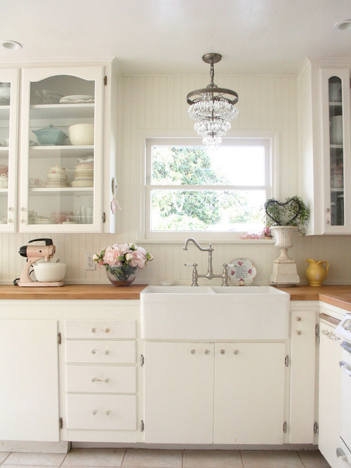 Shabby chic farmhouse sink