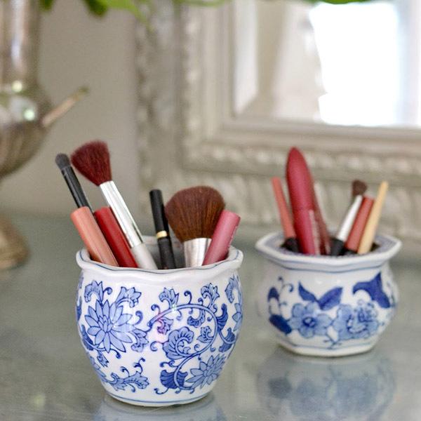 Small blue pots