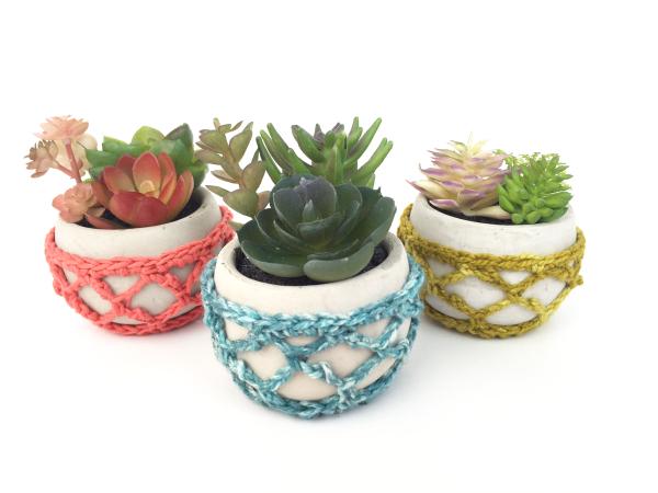 Sweet crochet hanging planter