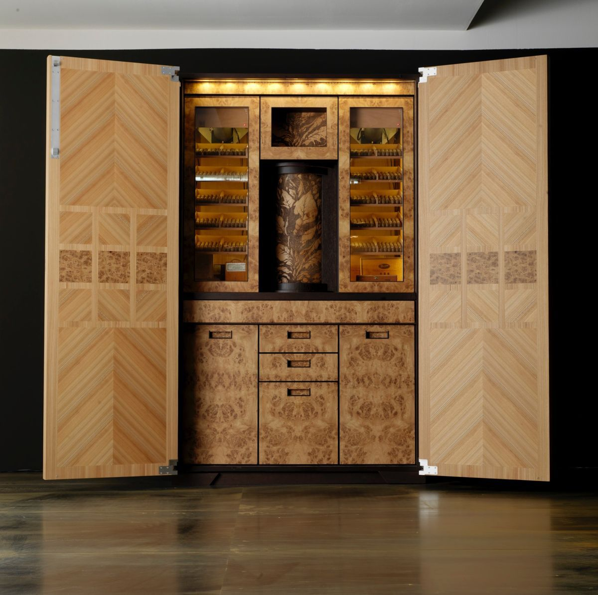 Toncelli Cigar Tall unit interior