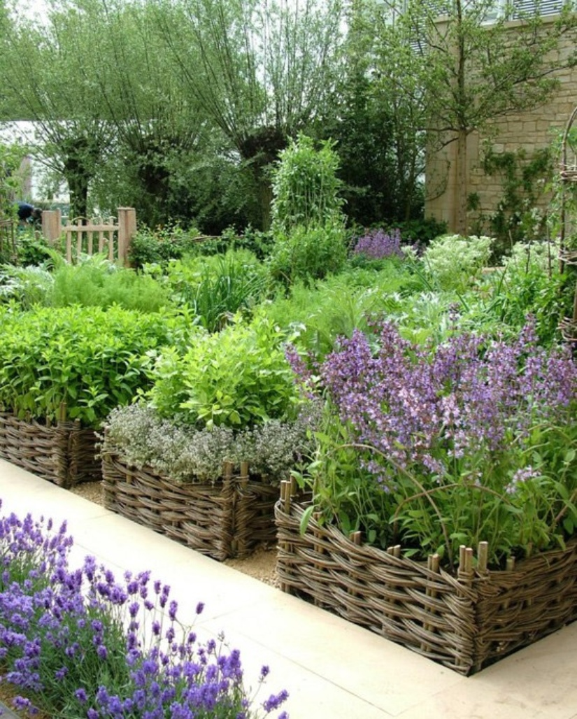 Woven raised beds