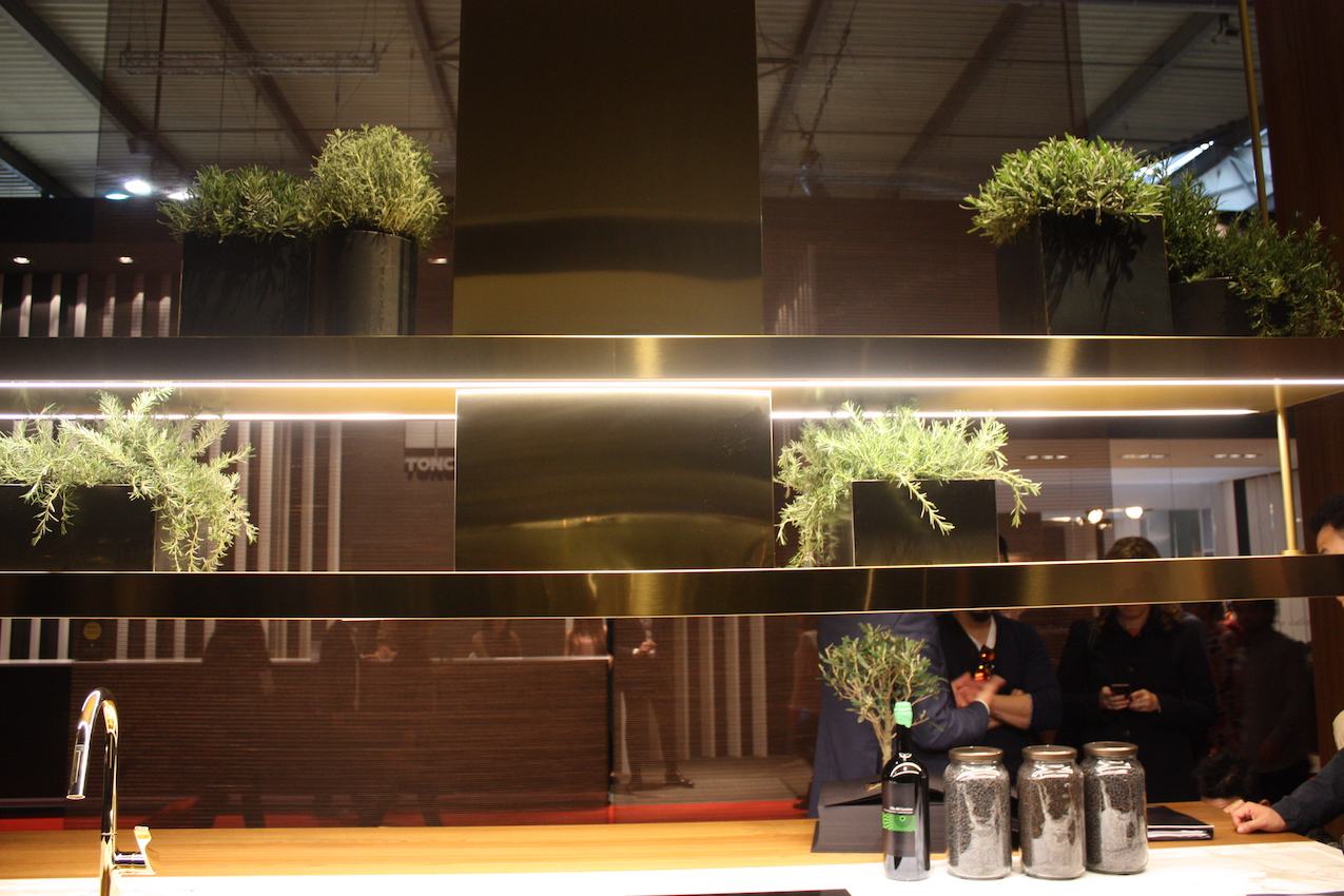 arclinea overhead & Milanu0027s Eurocucina Highlights Latest in Kitchen Design and Technology