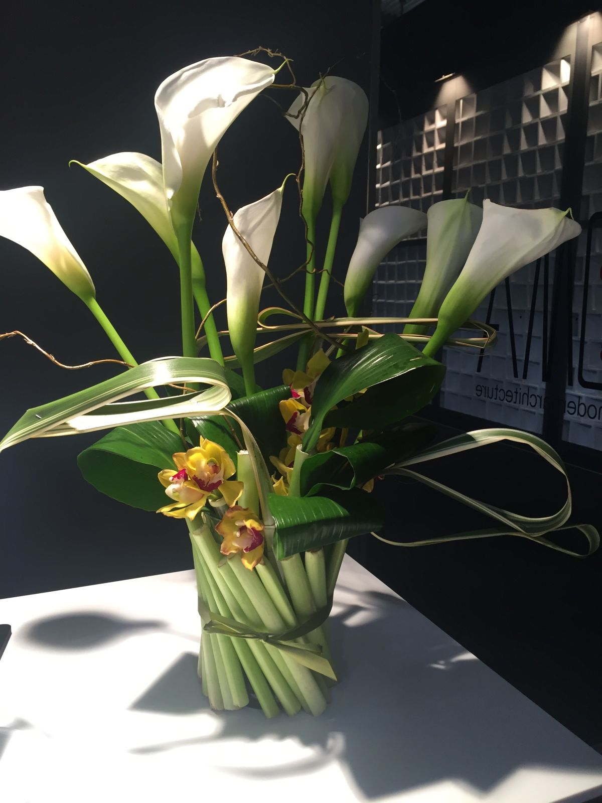 calla lily - Bucket of fresh flowers can change the entire look