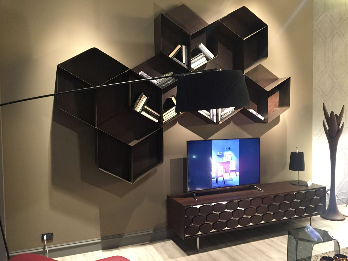 hexagonal design on wall above the tv