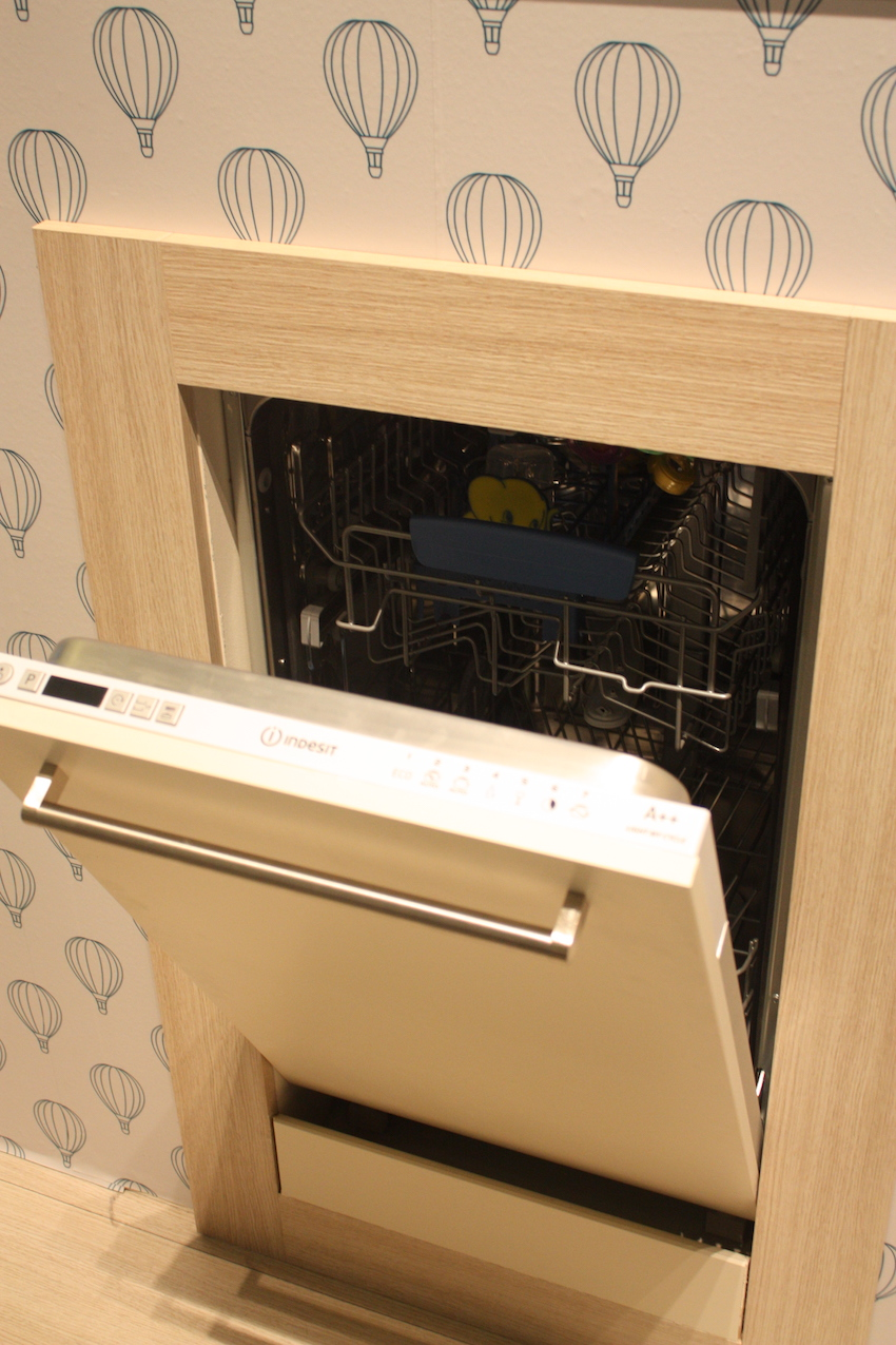 indesit sanitizing dishwasher