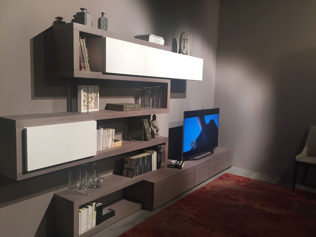 lacquered Media system for wall