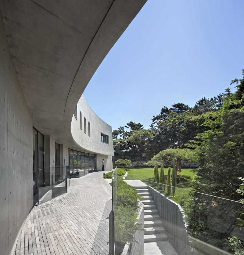 AAWH Residence back facade garden