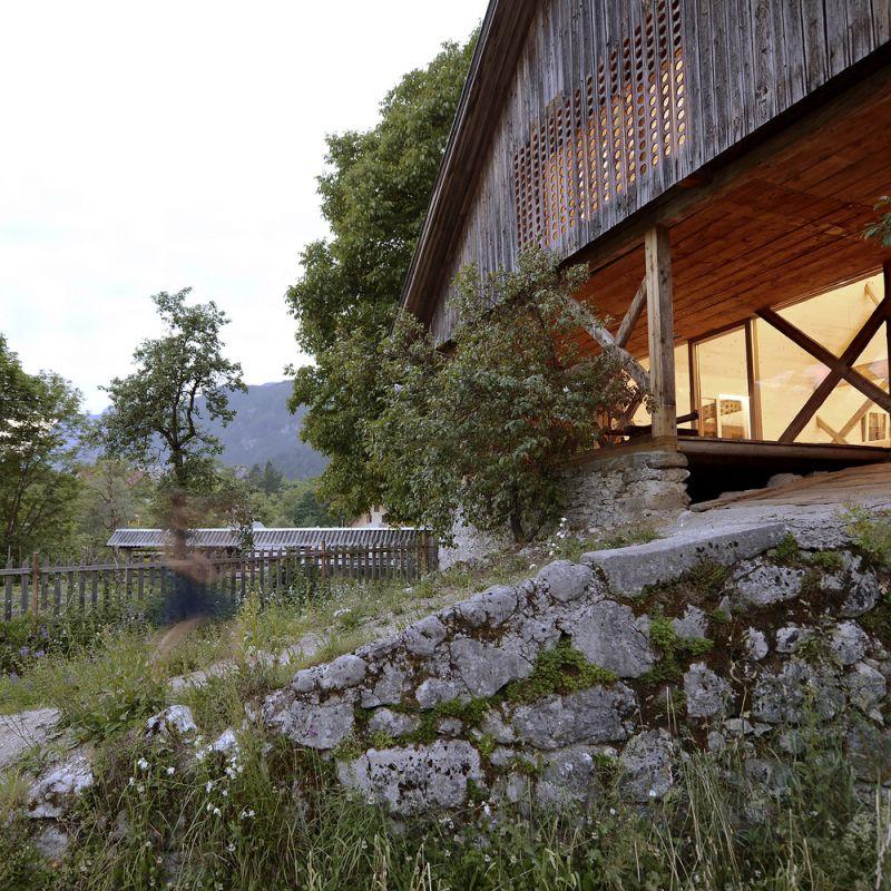 Alpine Barn Apartment Exterior Fence