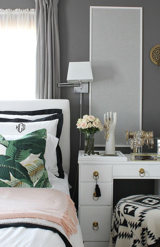 Black and white bedroom design accent