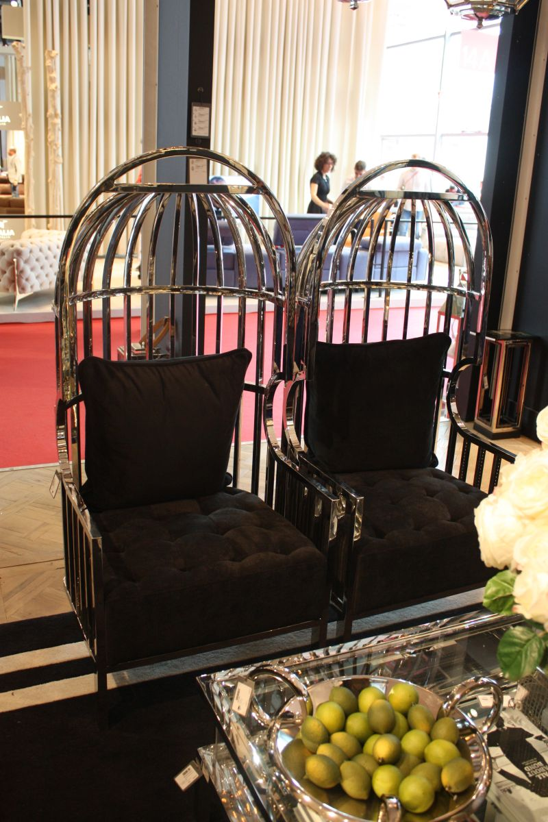 Designs That Emphasize The Prestigious Nature Of Black Furniture