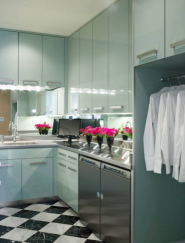 Contemporary laundry room design