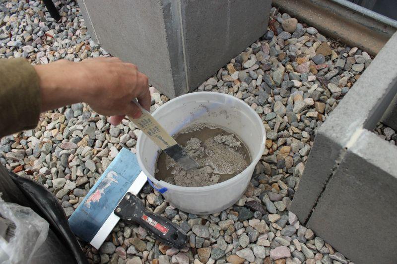 DIY Concrete Planters-mix the material