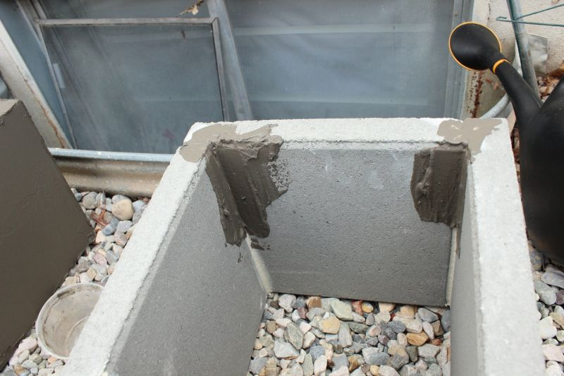 DIY Concrete Planters-start with the corners