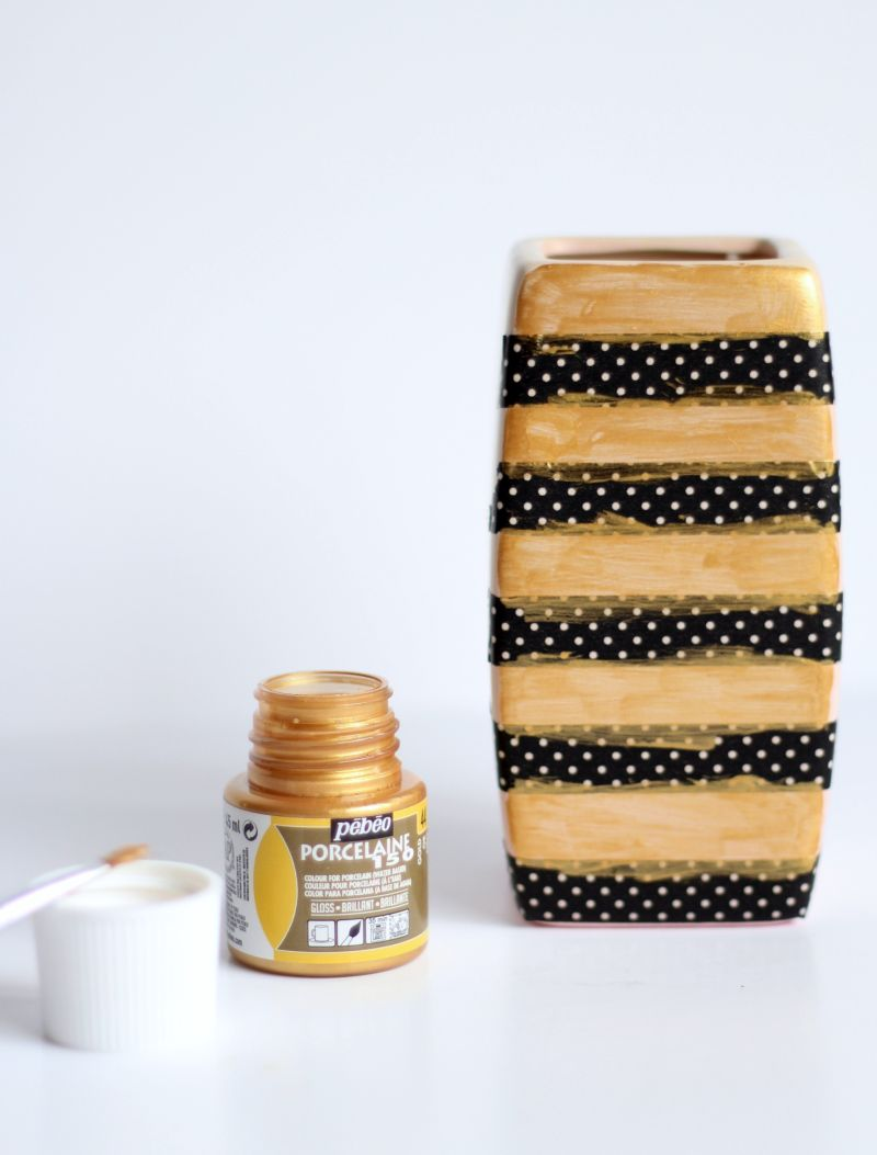 DIY Gold Stripe Vase coats