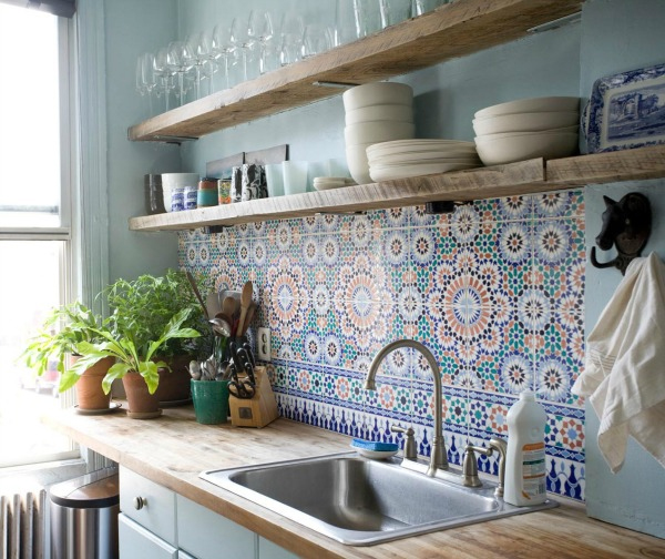 Decorative colorful kitchen backsplash pattern