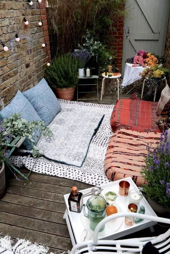 Floor-cushions-balcony