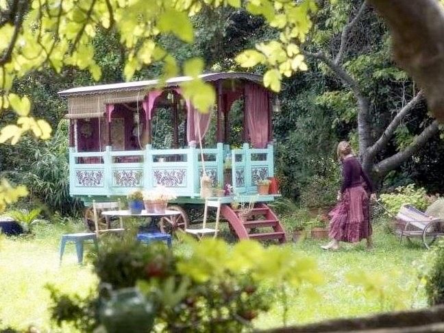 Gypsy kids playhouse