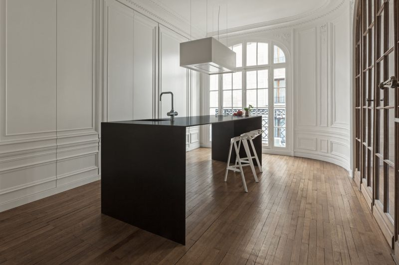 Invisible Kitchen island sleek top