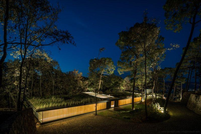 Irekua Anatani House at night