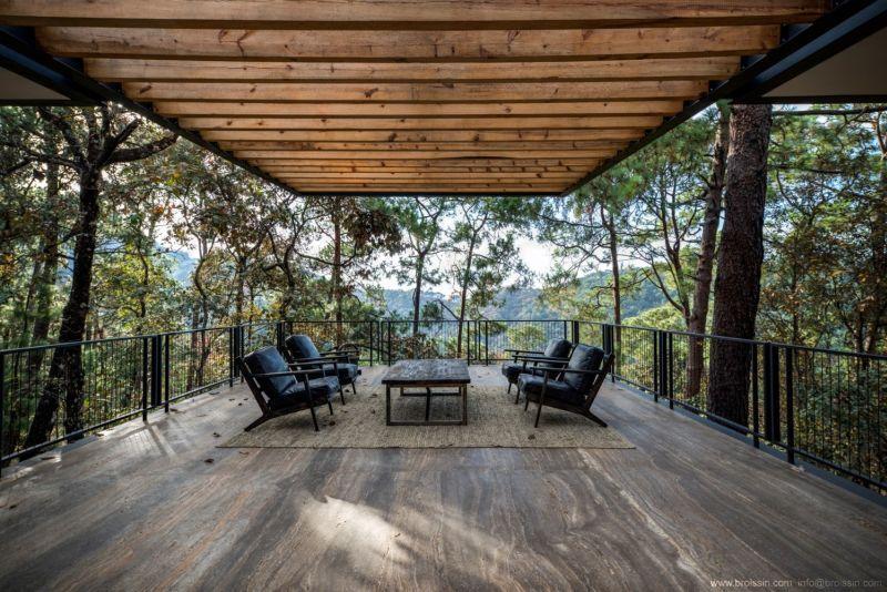 Irekua Anatani House covered terrace