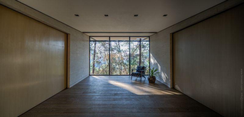 Irekua Anatani House indoor relaxation area