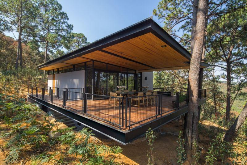 Irekua Anatani House terrace