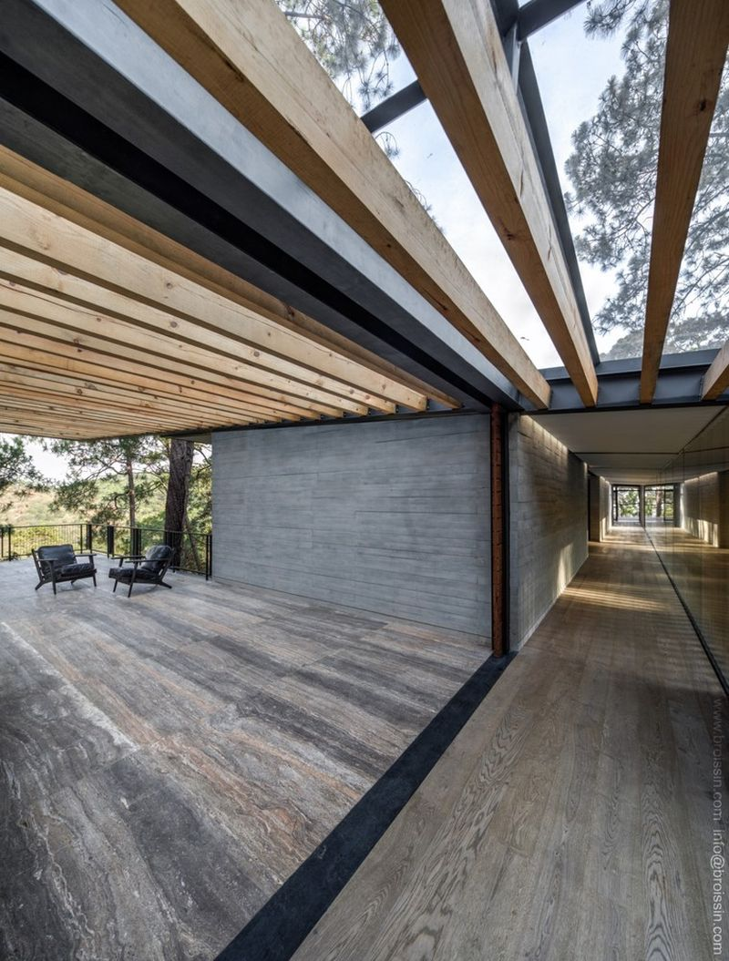 Irekua Anatani House wood indoors
