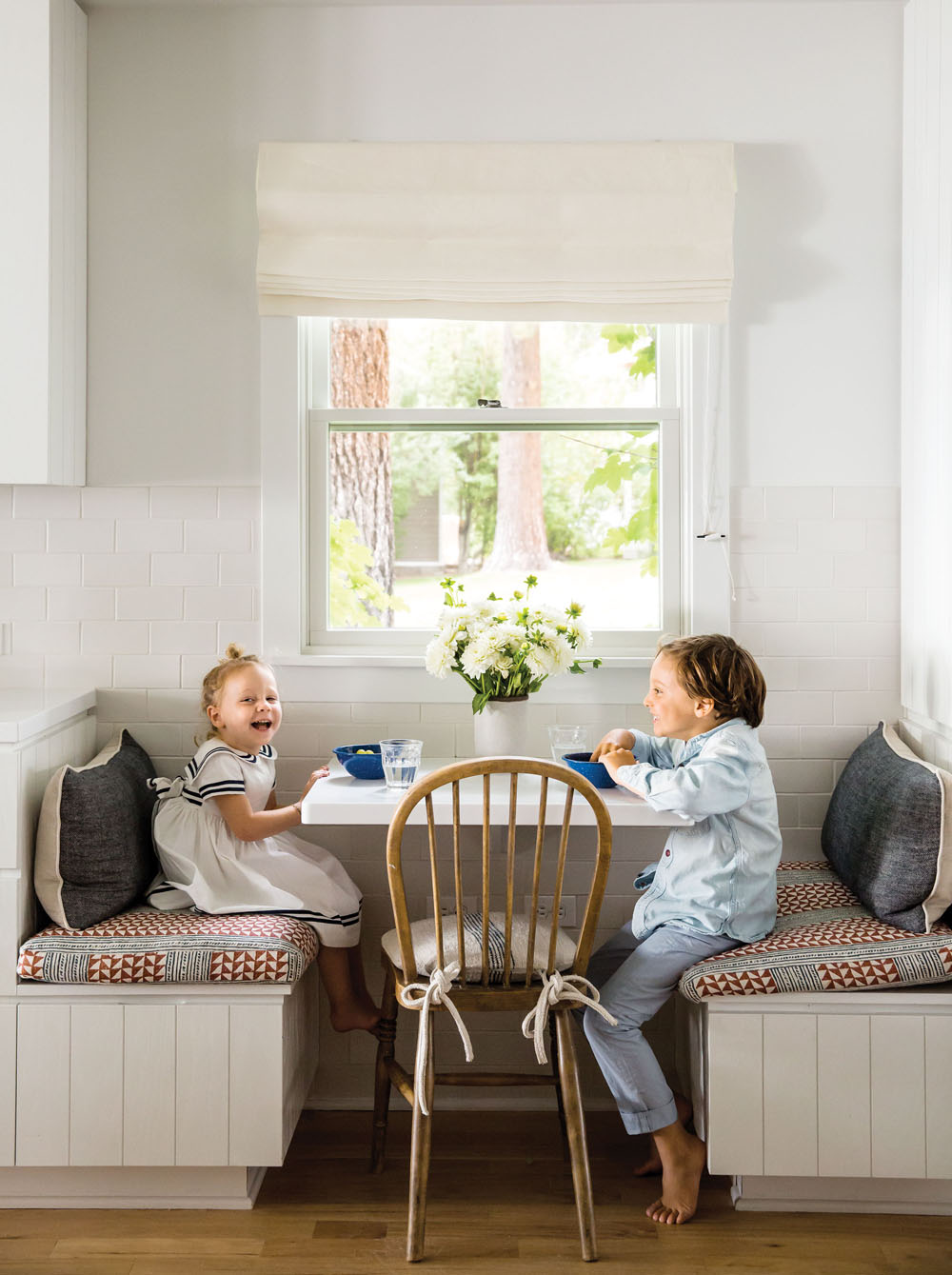 Kid friendly breakfast nook1