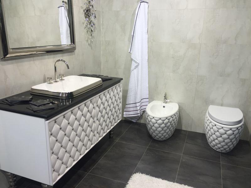 Lxury leather tufted bathroom furniture