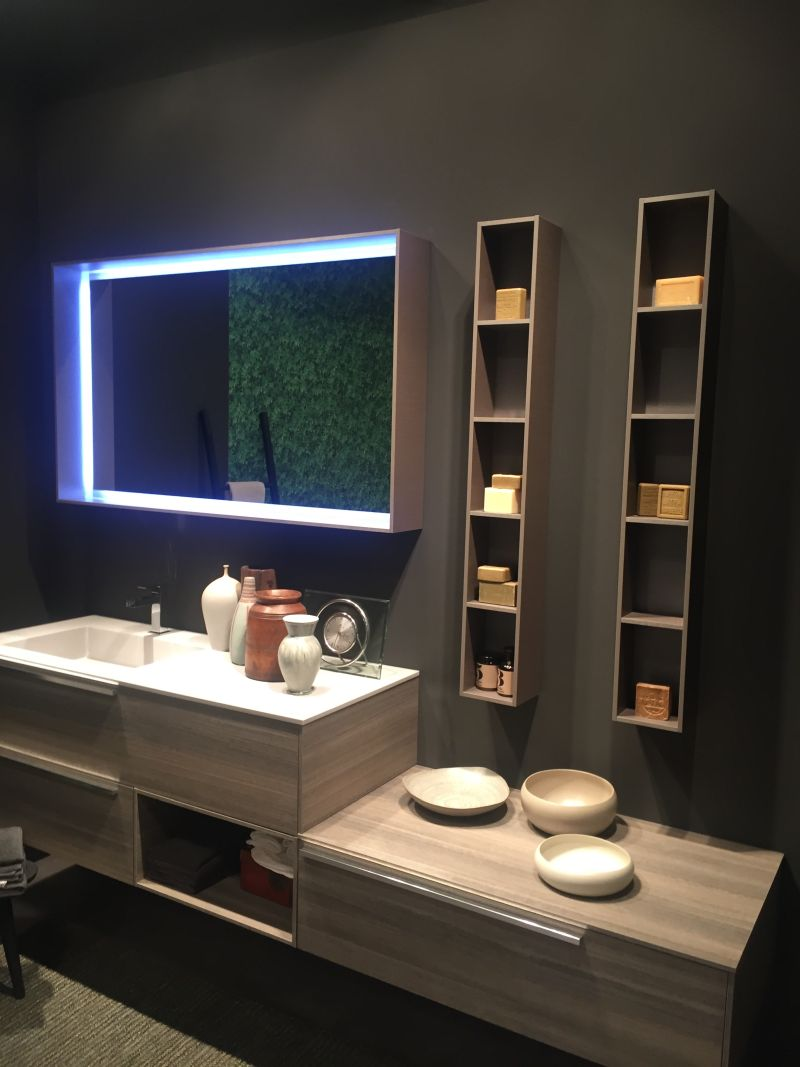 Beautiful Mirror Light And Vertical Small Storage System