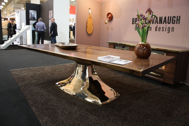 Mirrored table base design