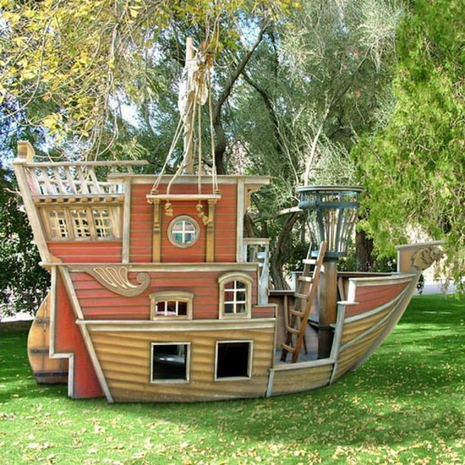 Pirate kids playhouse