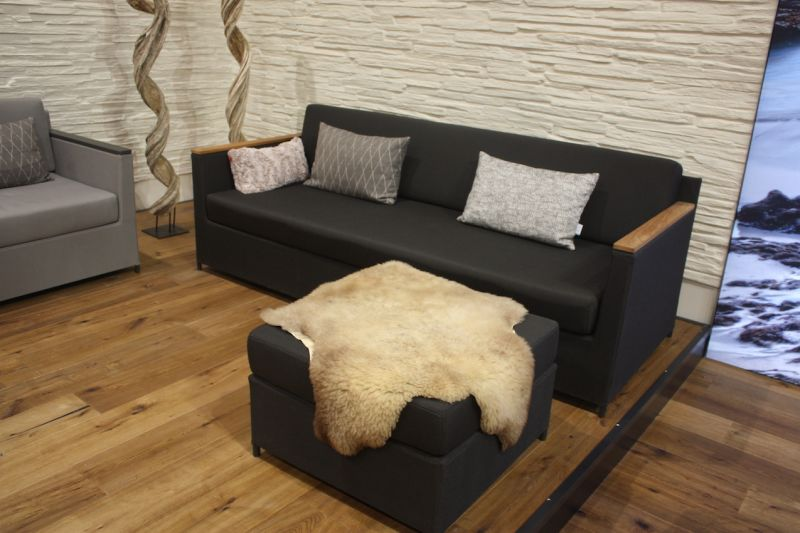 The Rio Lounge is very elegant and comfortable. The cushions of this outdoor sofa have a soft foam core.