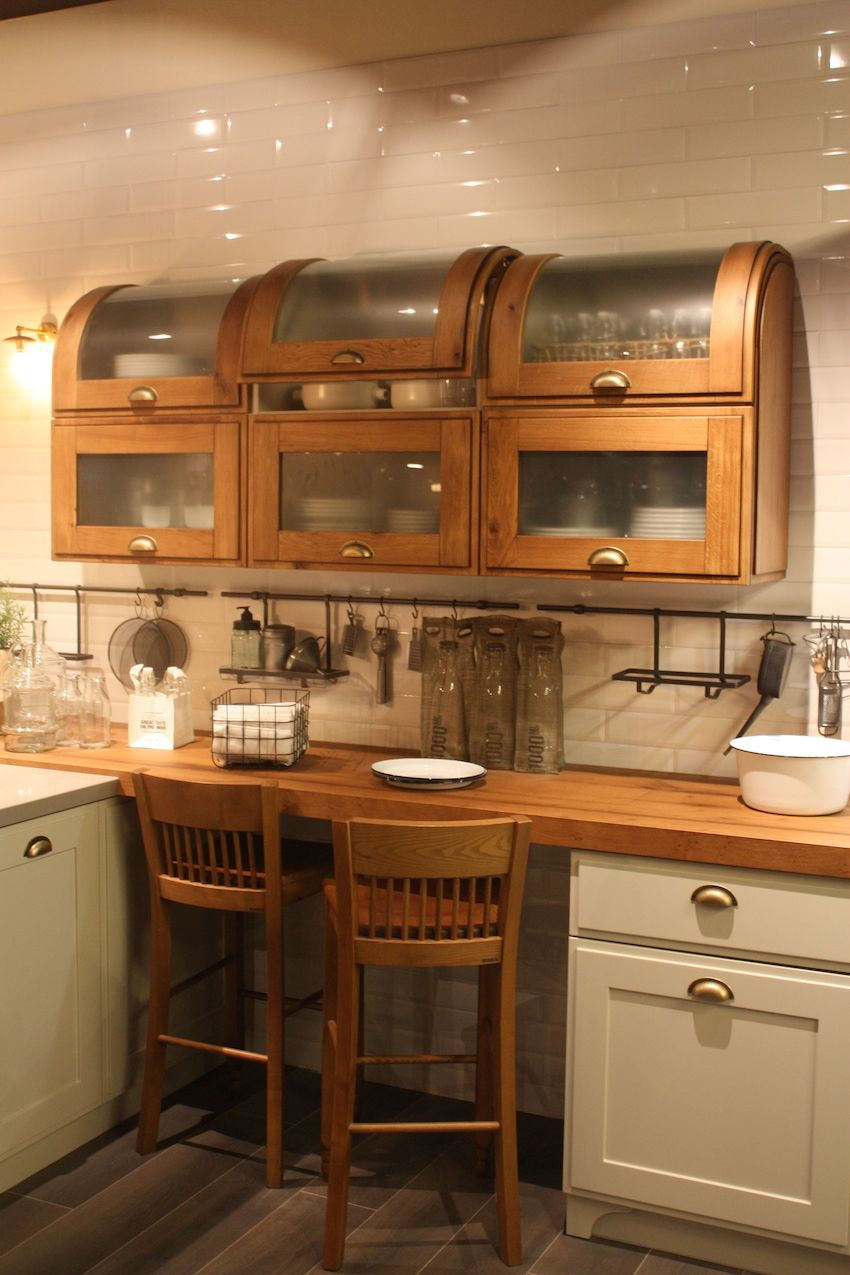 Wood kitchen cabinets just one way to feature natural material for Style kitchen countertops