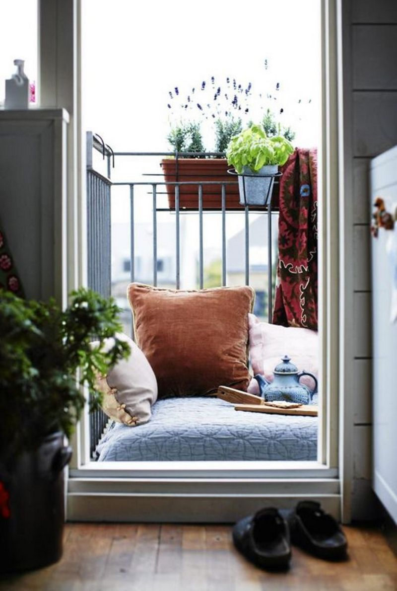 Small mattress balcony
