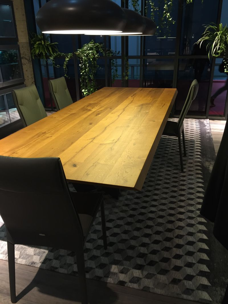 Dining Room Tables That Make You Want A Makeover - Glass or wood dining table