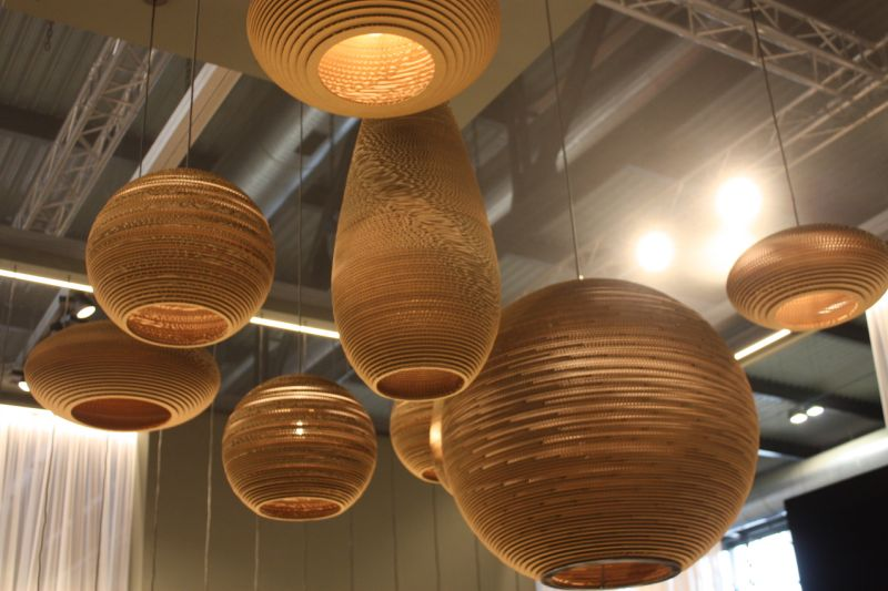 These beautiful assorted pendant lighting fixtures are made from humble corrugated cardboard. Stenninger displayed this collection as kitchen island lighting. They are a perfect neutral element for almost any kitchen design.