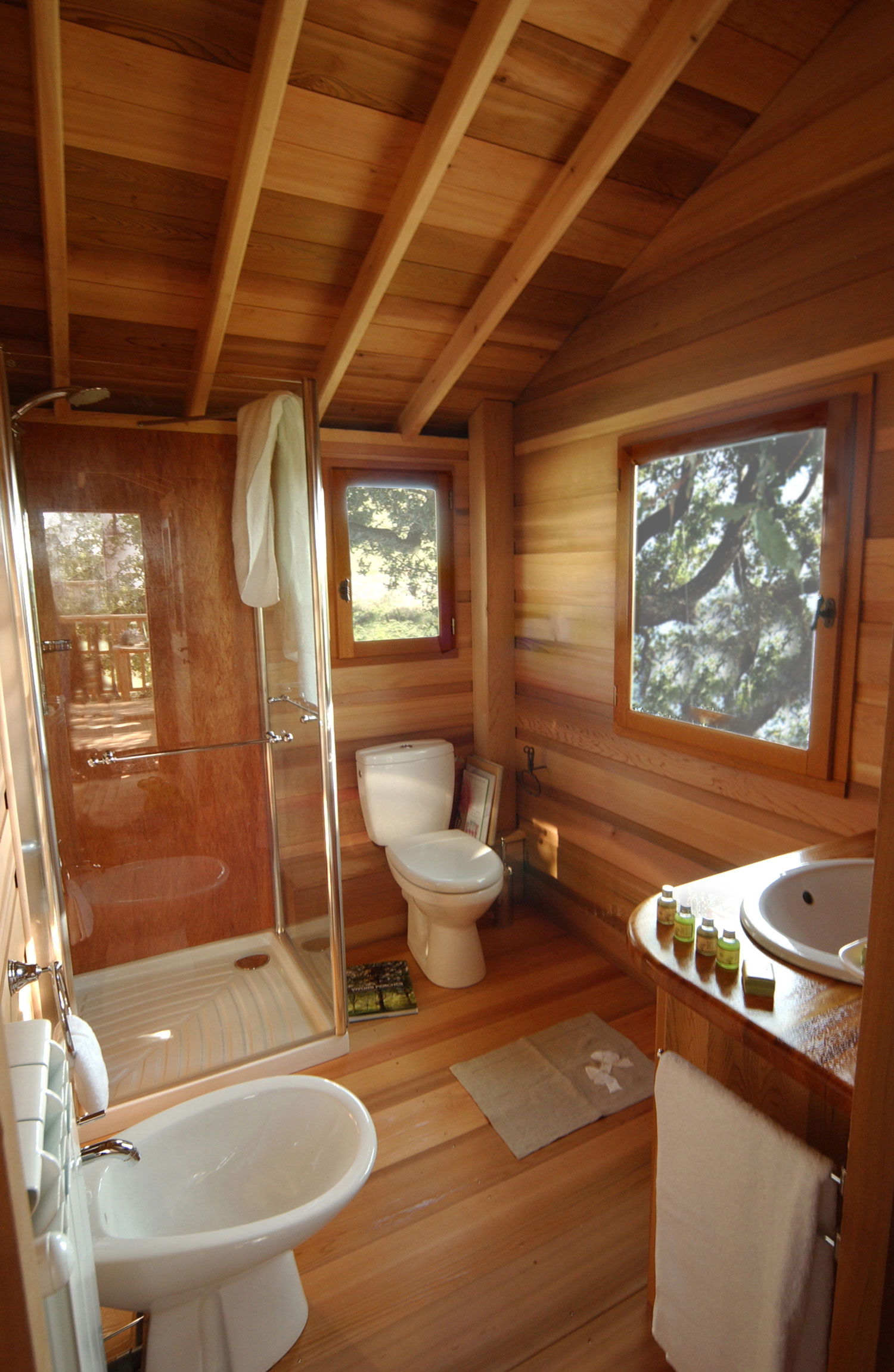 suite blue treehouse bathroom