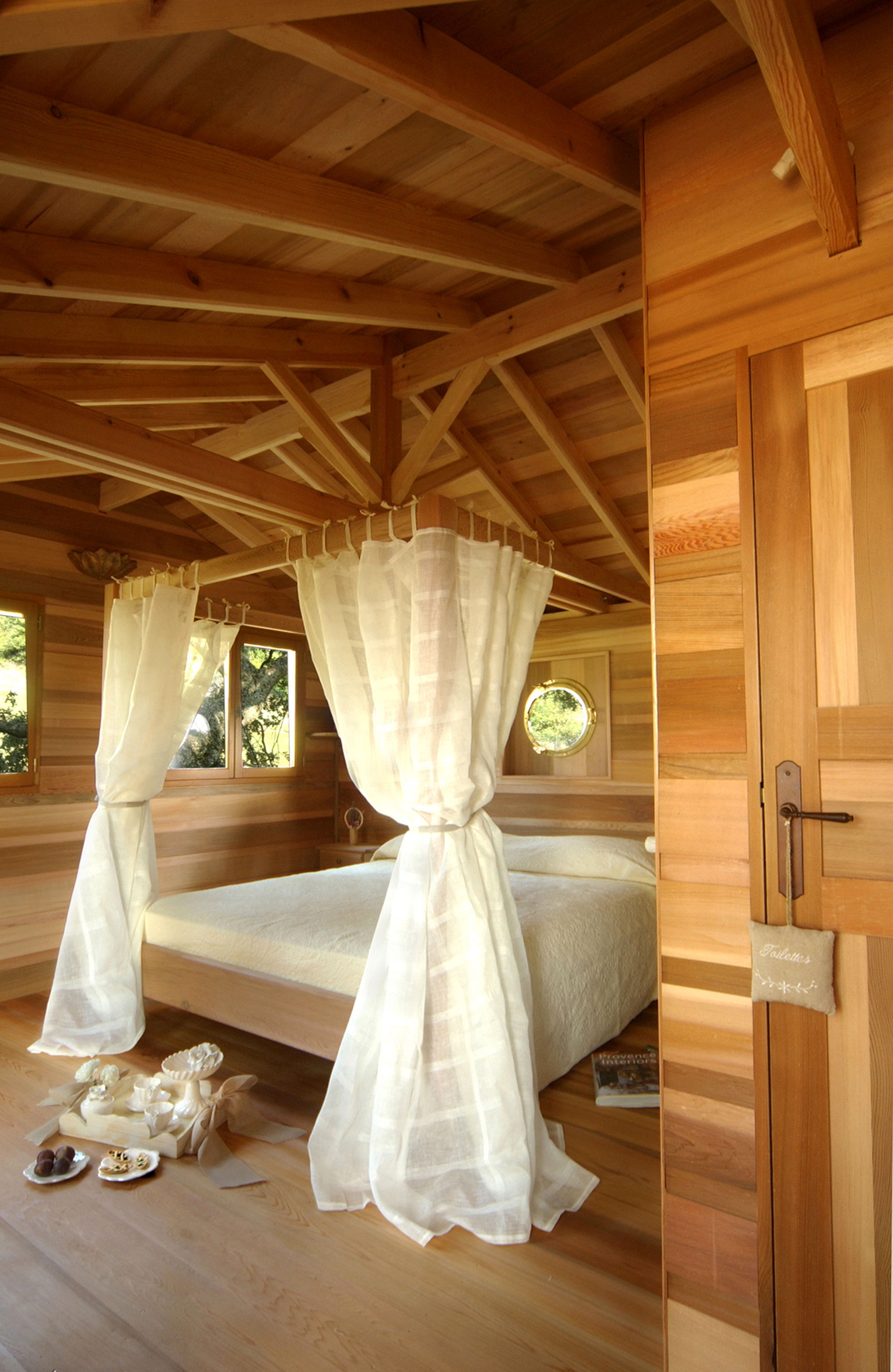 Suite Blue treehouse canopy bed