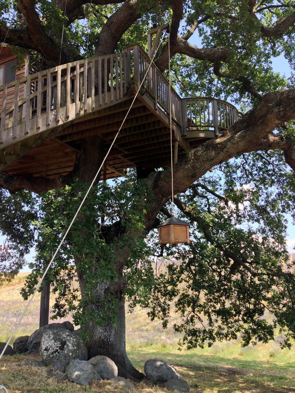 Suite Blue treehouse deck frombelow