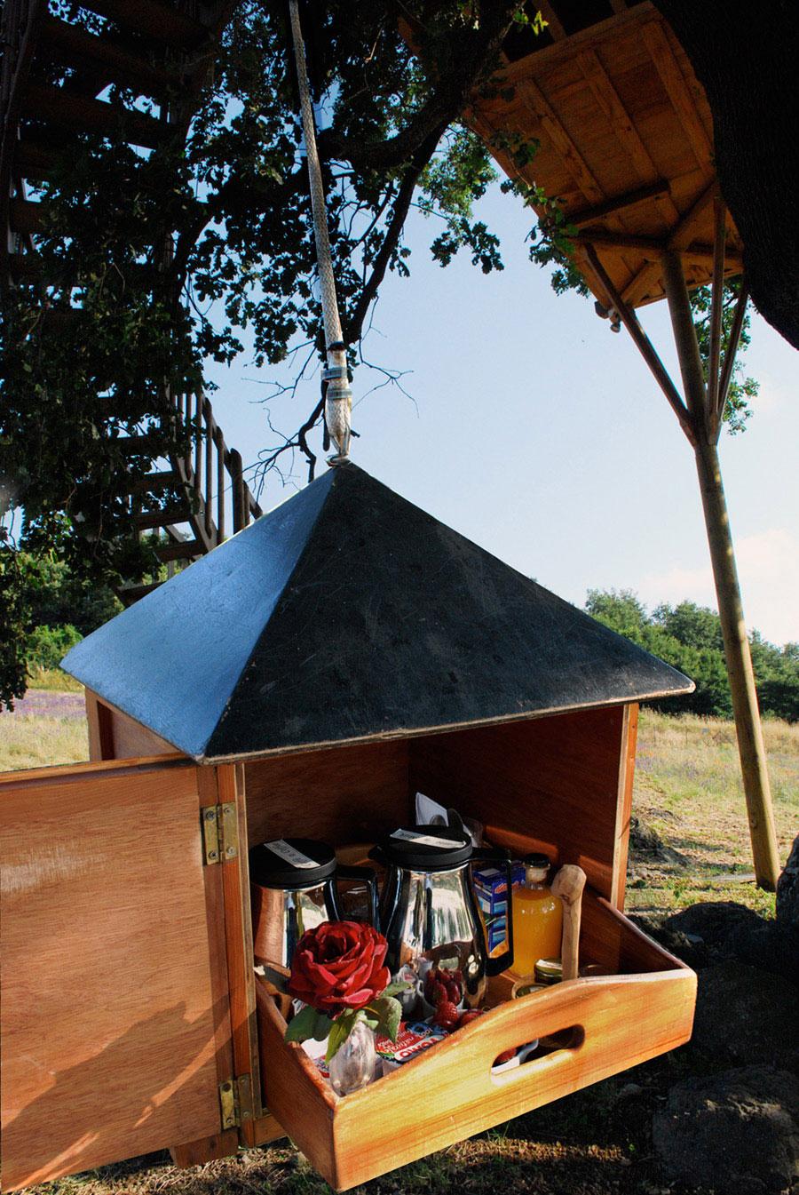 Suite Blue treehouse tiny shelf